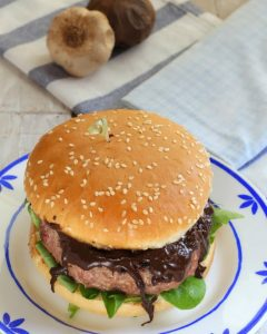 Beef burger with black garlic